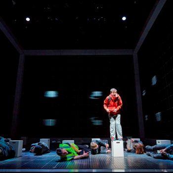 Scott Reid (Christopher Boone) & ensemble