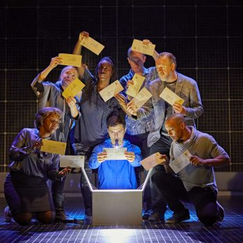 Joshua Jenkins and the company of The Curious Incident of the Dog in the Night-Time – Photo Brinkhoff/Mögenburg