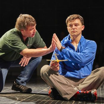 Stuart Laing (Ed) and Joshua Jenkins (Christopher) in The Curious Incident of the Dog in the Night-Time – Photo Brinkhoff/Mögenburg