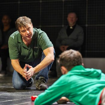 Stuart Laing and Joshua Jenkins in The Curious Incident of the Dog in the Night-Time – Photo Brinkhoff/Mögenburg